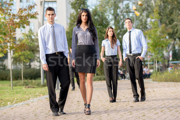 Koledzy parku mała grupa młodych ludzi biznesu cieszyć się Zdjęcia stock © MilanMarkovic78