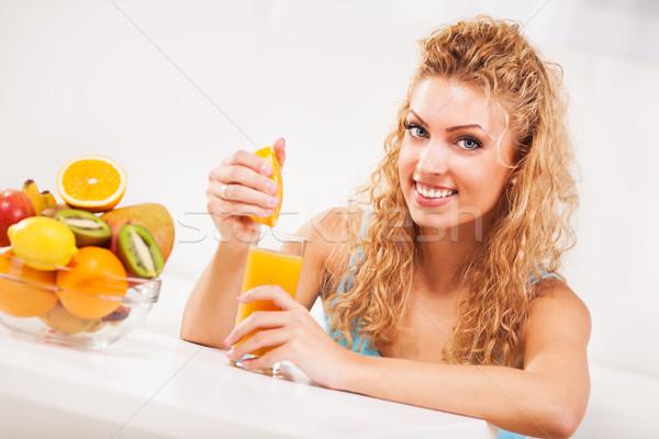 Stockfoto: Sinaasappelsap · mooie · jonge · vrouw · glas · vrouw · meisje