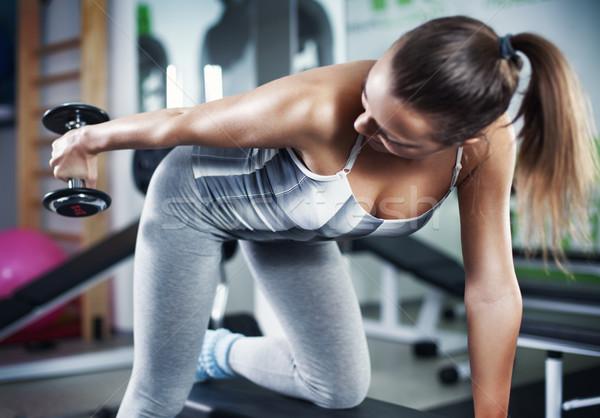 Jonge vrouw triceps oefening cute fitness Stockfoto © MilanMarkovic78