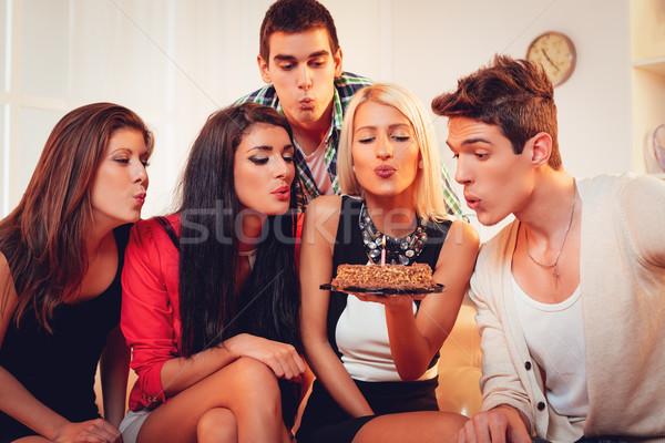 Grupo jóvenes amigos fiesta de cumpleaños Foto stock © MilanMarkovic78