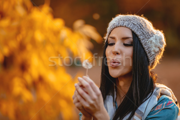 Pissenlit portrait jeunes positif Photo stock © MilanMarkovic78