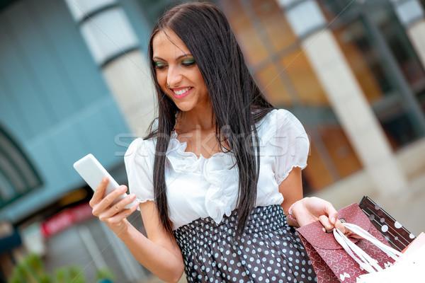 Blogging réussi Shopping fille heureuse marche sur Photo stock © MilanMarkovic78