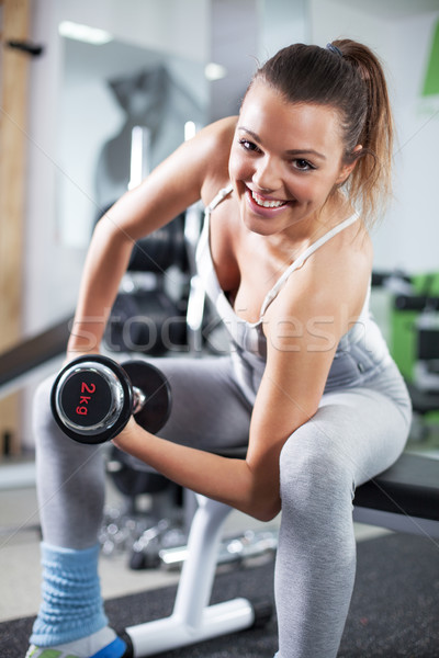 Jeune femme biceps exercice cute fitness Photo stock © MilanMarkovic78