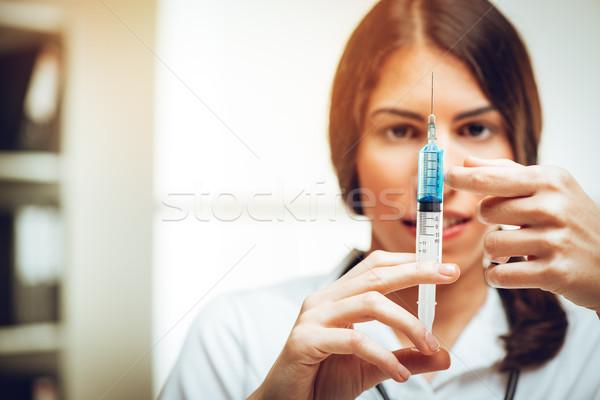 Vacinação jovem feminino enfermeira em pé consultor Foto stock © MilanMarkovic78