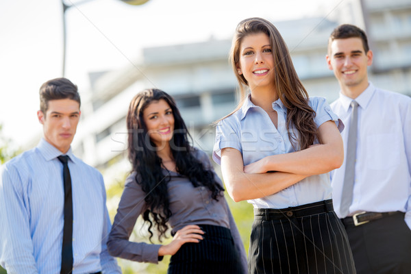 Business team groep jonge zakenlieden permanente buiten Stockfoto © MilanMarkovic78