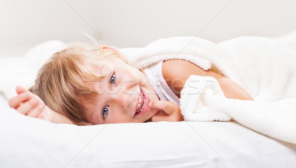 Petite fille cute lit enfant canapé chambre Photo stock © MilanMarkovic78