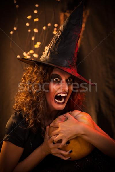 Halloween witch młoda kobieta zło twarz jak Zdjęcia stock © MilanMarkovic78