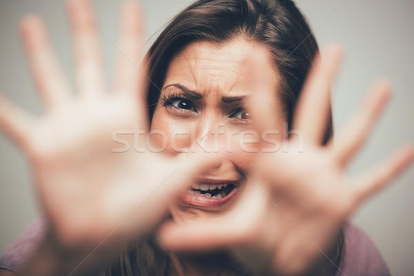 Pas moi jeunes femme prier regarder Photo stock © MilanMarkovic78