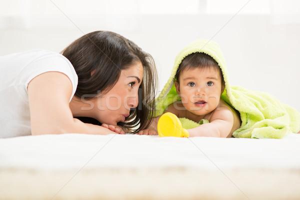 Anne bebek oynama yeşil oyuncaklar Stok fotoğraf © MilanMarkovic78