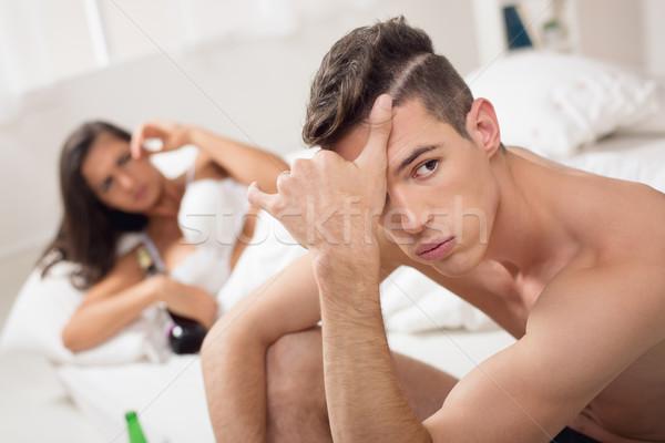 Qué joven decepción cara sesión cama Foto stock © MilanMarkovic78