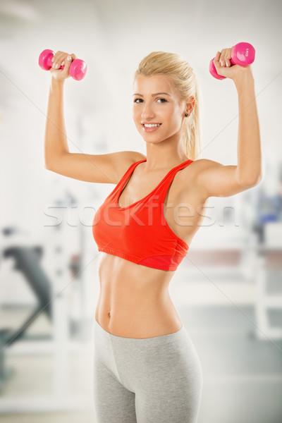 Fiatal nő súlyzók tornaterem fiatal csinos szőke nő Stock fotó © MilanMarkovic78
