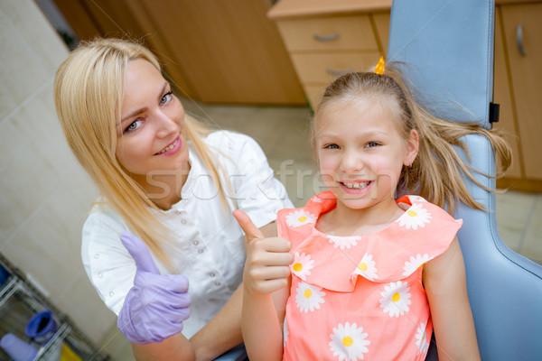 Stock foto: Trotzen · kleines · Mädchen · lächelnd · Zahnarzt · zufrieden · Zähne