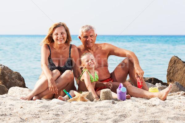 Meisje grootouders strand gelukkig emmer spade Stockfoto © MilanMarkovic78