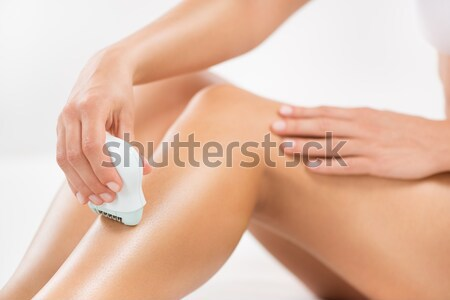 Benen elektrische scheermes vrouw lichaam huid Stockfoto © MilanMarkovic78