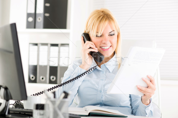 Businesswoman telephoning Stock photo © MilanMarkovic78