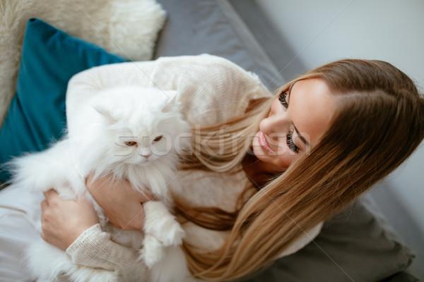 Liefde mijn kat cute jonge vrouw ontspannen Stockfoto © MilanMarkovic78