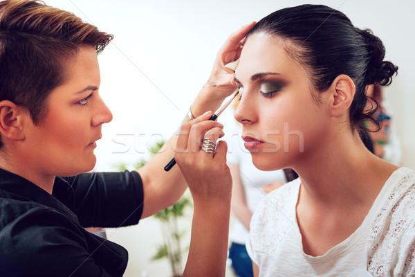 Sminkmester jelentkezik szemhéjfesték szem szépség dolgozik Stock fotó © MilanMarkovic78