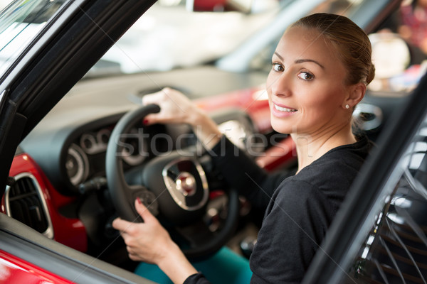Auto Fahrer Frau jungen schönen glücklich Stock foto © MilanMarkovic78