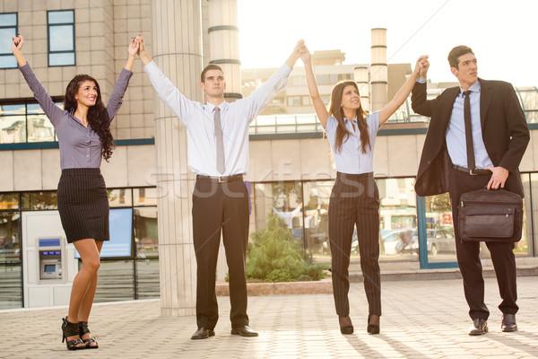 Bem sucedido equipe de negócios jovem pessoas de negócios manter Foto stock © MilanMarkovic78