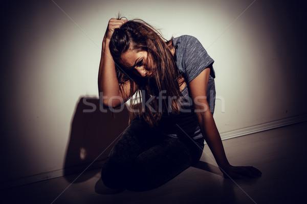 Victime jeunes femme séance vers le bas Photo stock © MilanMarkovic78