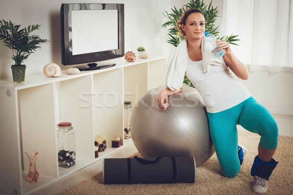 ストックフォト: フィットネス · ホーム · 美しい · 筋肉の · 笑みを浮かべて · 若い女性