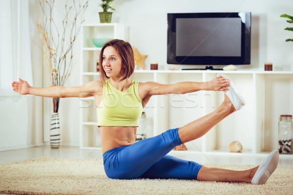 определенный привлекательный Фитнес-женщины гостиной домой Сток-фото © MilanMarkovic78
