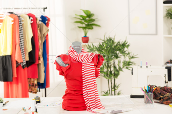 Jurk etalagepop mode ontwerper kantoor tabel Stockfoto © MilanMarkovic78