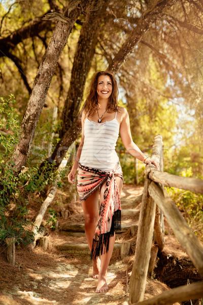 Caminhada ensolarado pinho floresta belo mulher jovem Foto stock © MilanMarkovic78