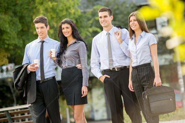 Foto stock: Equipe · de · negócios · quebrar · bem · sucedido · jovem · caminhada