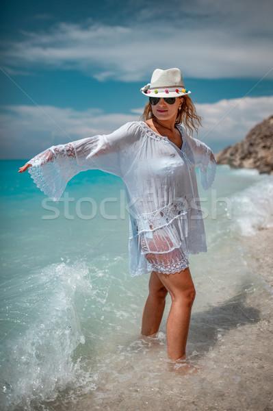 élet jobb tengerpart gyönyörű fiatal nő vékony Stock fotó © MilanMarkovic78