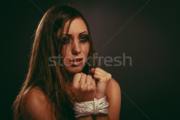 Délelőtt áldozat kétségbeesett nő kötél sötét Stock fotó © MilanMarkovic78