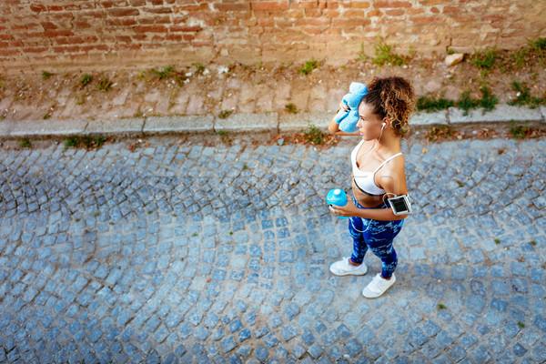 Városi futó lány fiatal nő fejhallgató Stock fotó © MilanMarkovic78