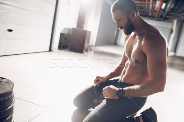 Treningu przerwie młodych wyczerpanie muskularny człowiek Zdjęcia stock © MilanMarkovic78