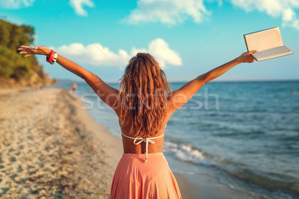 Megnyugtató idő hátsó nézet gyönyörű fiatal nő élvezi Stock fotó © MilanMarkovic78