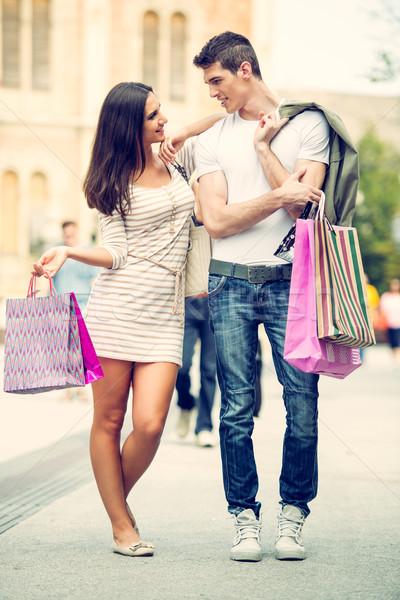 Liefhebbend paar lopen winkelen jonge gelukkig Stockfoto © MilanMarkovic78