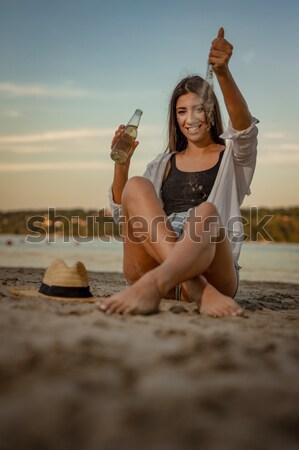 Día de verano potable cerveza relajante puesta de sol Foto stock © MilanMarkovic78