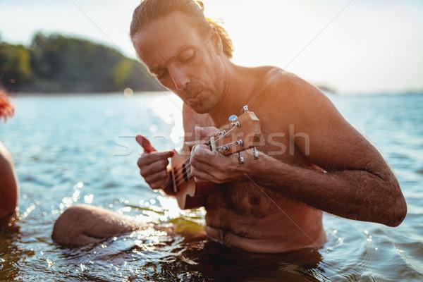 Piosenka rzeki szczęśliwy młodych muzyk Zdjęcia stock © MilanMarkovic78