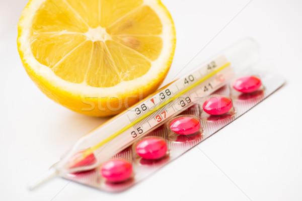 Termômetro médico pílulas limão fruto medicina Foto stock © MilanMarkovic78