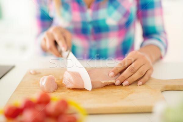 Nyers tyúk filé közelkép női kezek Stock fotó © MilanMarkovic78