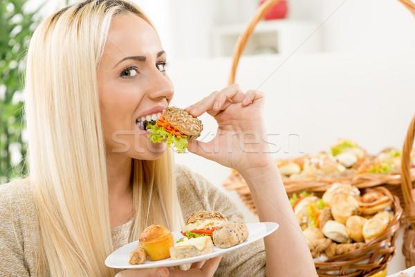 Smak przyjemność młodych dość dziewczyna Zdjęcia stock © MilanMarkovic78
