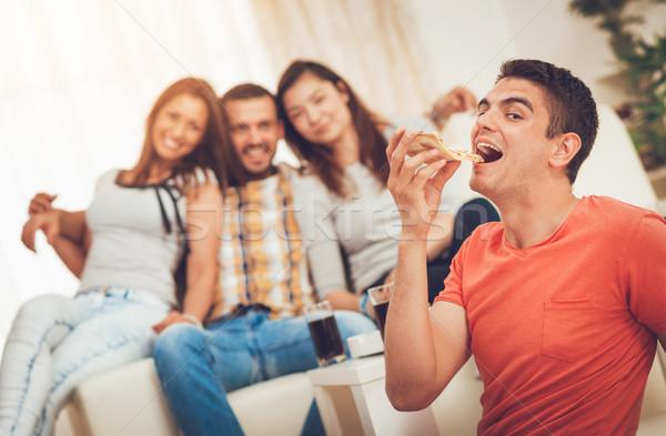 ストックフォト: 若い男 · 食べ · ピザ · 4 · 友達