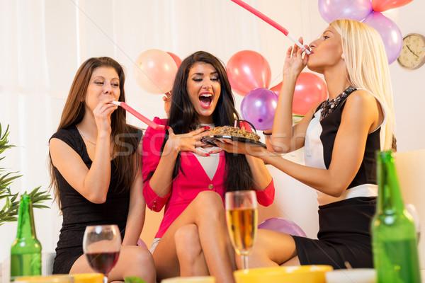 Wesoły dziewcząt urodziny dwa młodych atrakcyjny Zdjęcia stock © MilanMarkovic78