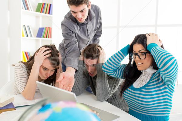 Studenten leren vier aardrijkskunde vergadering laptop Stockfoto © MilanMarkovic78