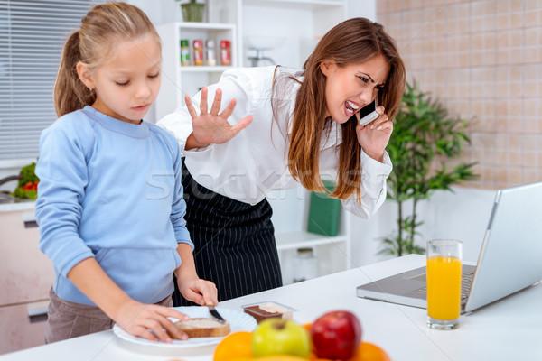 Estressante momentos little girl café da manhã mãe Foto stock © MilanMarkovic78