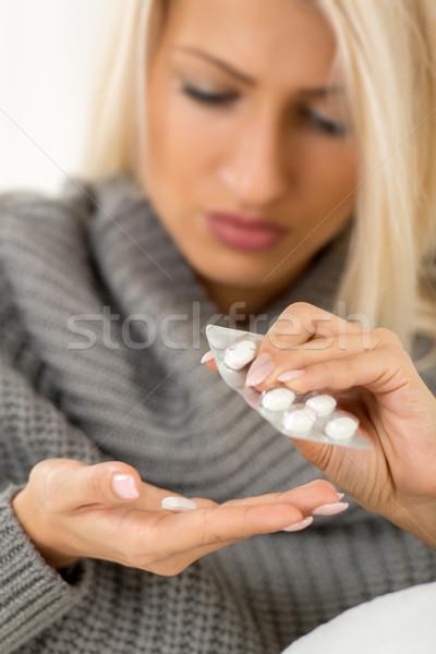 Beteg lány gyógyszer közelkép női kezek Stock fotó © MilanMarkovic78
