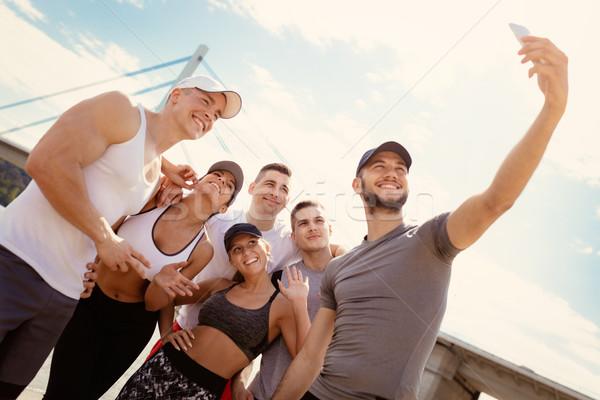 Sonriendo amigos exitoso equipo deportivo toma entrenamiento Foto stock © MilanMarkovic78