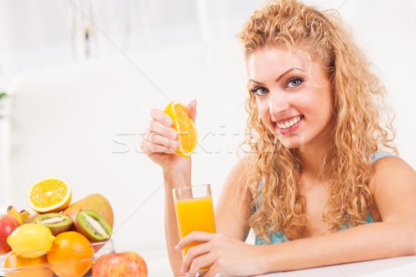 Portakal suyu güzel genç kadın cam meyve içmek Stok fotoğraf © MilanMarkovic78