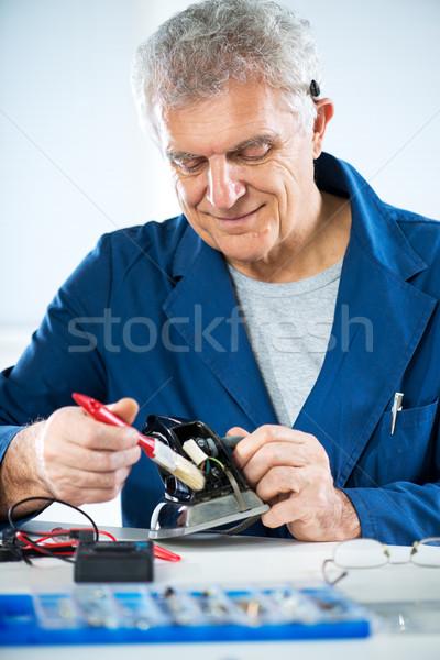 Nettoyage vieux fer supérieurs adulte électricien Photo stock © MilanMarkovic78