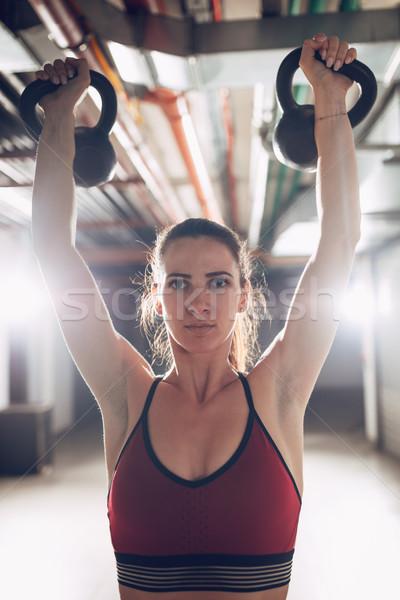 爆発的 ケトルベル トレーニング 小さな 筋肉の 女性 ストックフォト © MilanMarkovic78