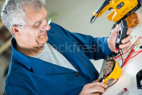 Teste tensão senior adulto eletricista digital Foto stock © MilanMarkovic78